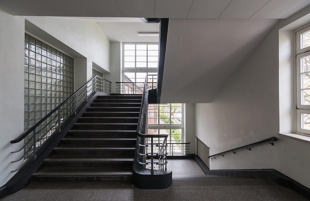 Treppenhausreinigung und Putzplaneinhaltung